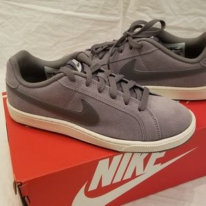 💕🆕️Nike Court Royale Suede Sneakers Size 6.5